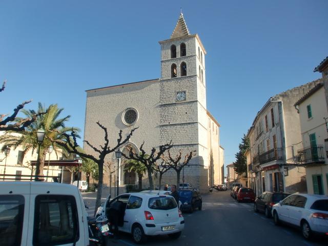 Pollenca -  Port de Pollenca - Cala Sant Vicenc - Die Pfarrkirche auf dem Dorfplatz von Campanet, ein kleiner Ort in traumhaft ruhiger und ländlicher Umgebung.
