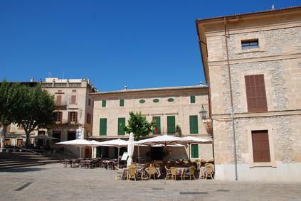 Pollenca -  Port de Pollenca - Cala Sant Vicenc - Kennen Sie Pollenca? Nicht? Dann ist ein Besuch dieser zauberhaft und malerisch gelegenen Stadt  mit seinem beeindruckenden Marktplatz  ein Muss. Lassen Sie sich unbedingt in einem der kleinen Restaurants kulinarisch  verwöhnen.