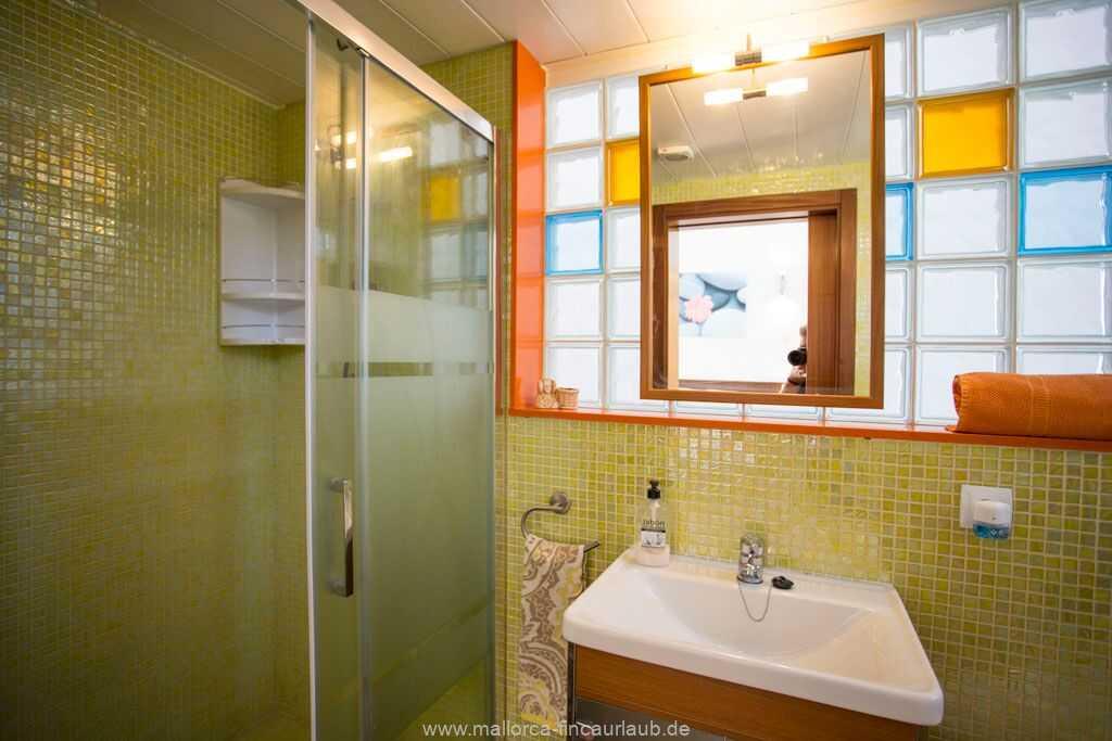Badezimmer im 1. Stock mit Dusche/WC
