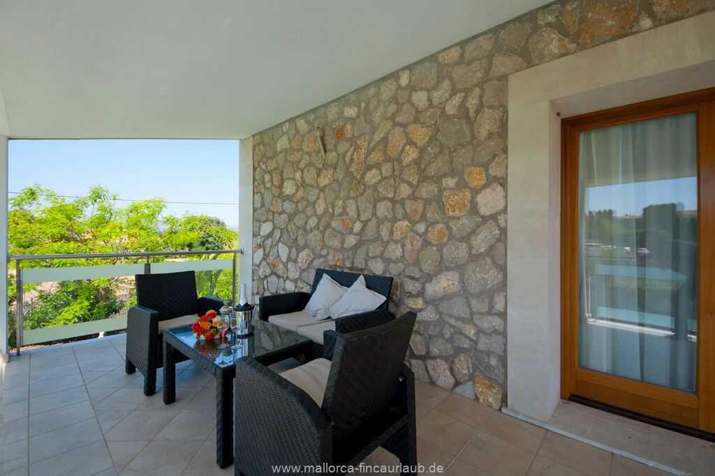 Balkon mit moderne Gartenmöbeln