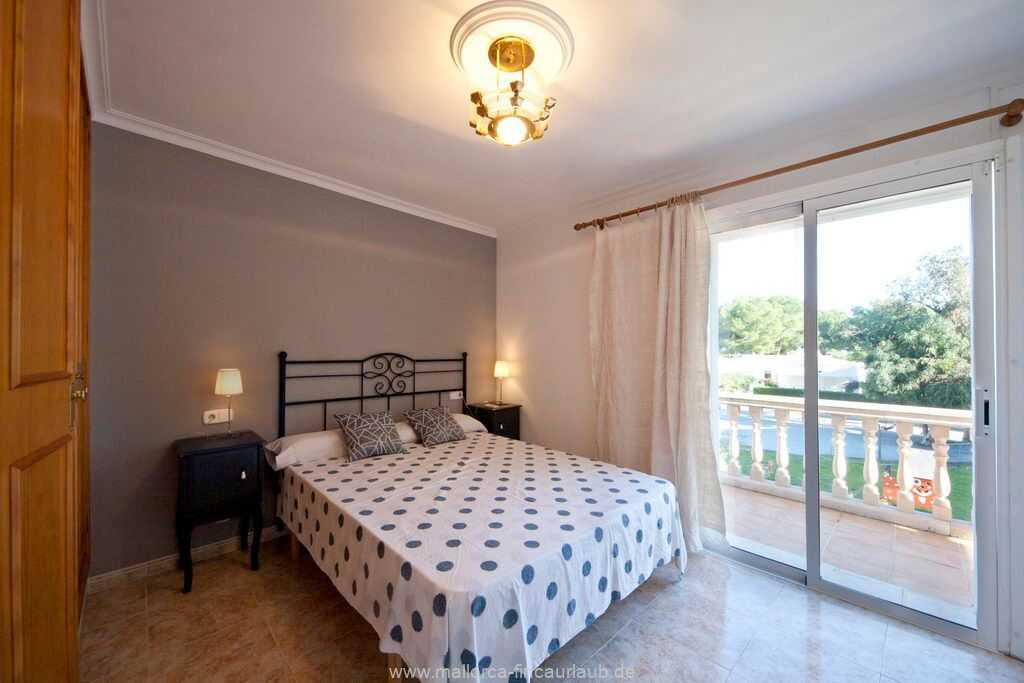 Doppelbettzimmer  (150 x 190 cm) mit Klimaanlage und Balkon