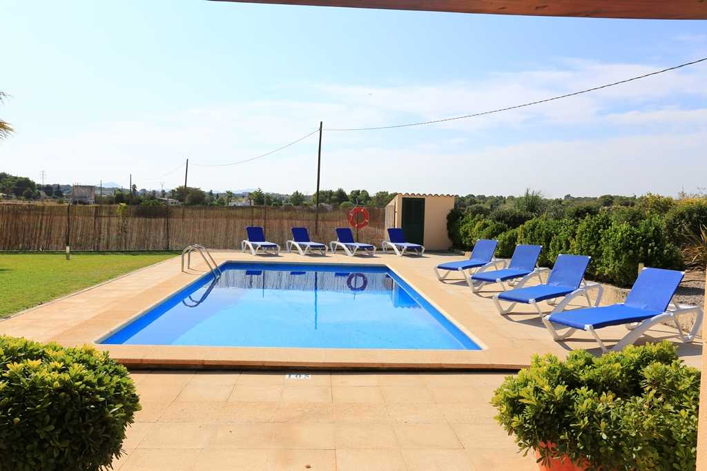 urlaub auf mallorca fincas mit pool can picafort playa muro. Black Bedroom Furniture Sets. Home Design Ideas