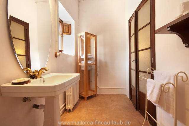 Foto der Wohnung MAL-40-516-01-finca-elena-deja-valldemossa-badezimmer.jpg