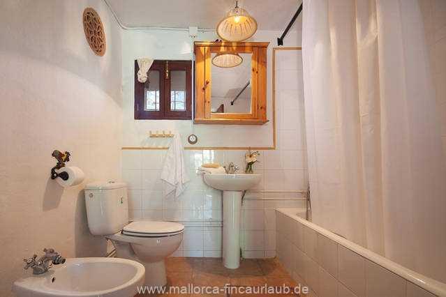 Foto der Wohnung MAL-40-516-01-finca-elena-deja-valldemossa-badezimmer1.jpg